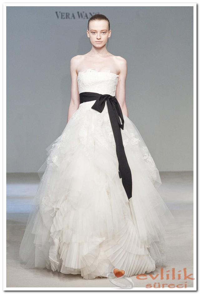 Vera Wang Siyah Kurdeleli Modelleri