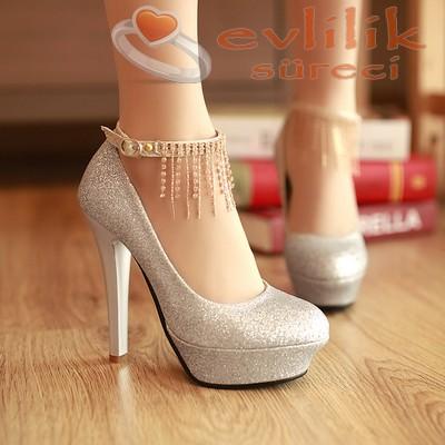 Çok asil duruşlu, süslemeli nişan ayakkabı modeli