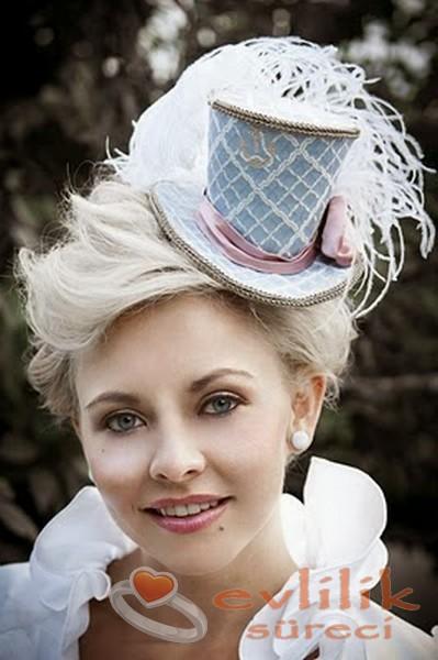 Farklı Bir İmaj İsteyenler İçin Minik Şapka Modelleri