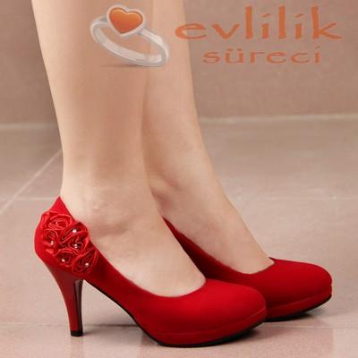 Kırmızı, güllü ve sade nişan ayakkabısı