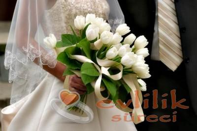 Klasik salon düğünlerinde prenses gelinliğe yalışacak model örneği