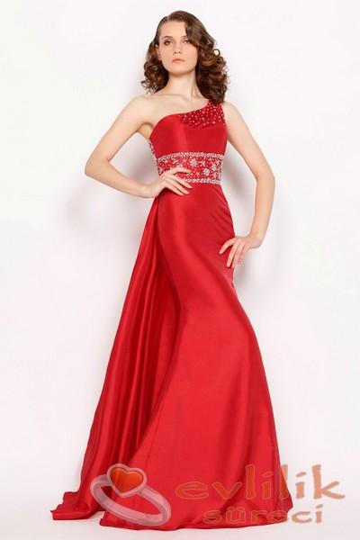 Nişan İçin Kırmızı Renkli Tek Kollu Abiye Modelleri
