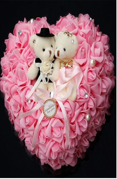 Kalp şeklinde çok şeker nişan yüzük yastıkları