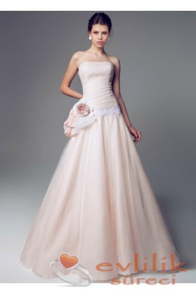 Pembe renkli çok gösterişli söz için giyilebilecek elbise modeli