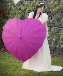 Kalp şekline gelin şemsiye modeli
