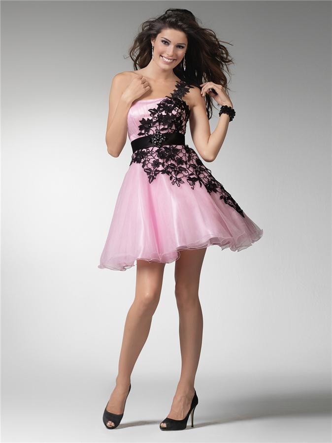 Pembe renkli kısa abiye elbise modeli