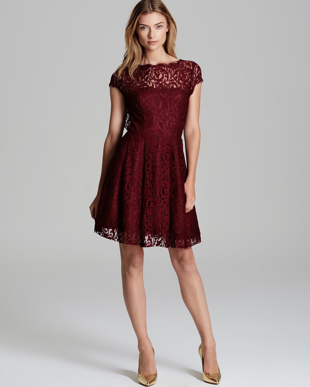Bordo renkli işlemeli kloş elbise modeli