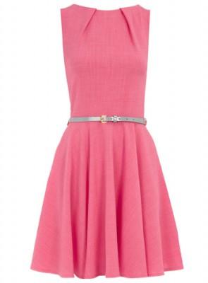 Nişan için kemerli pembe renkli kloş elbise modeli