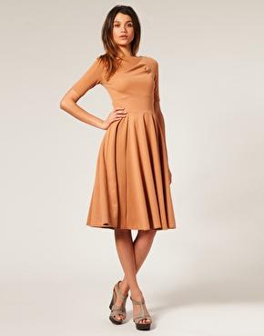 Nişan için midi kloş elbise modeli