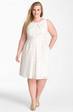 Dantel süslemeli nişan elbise modelleri 2016