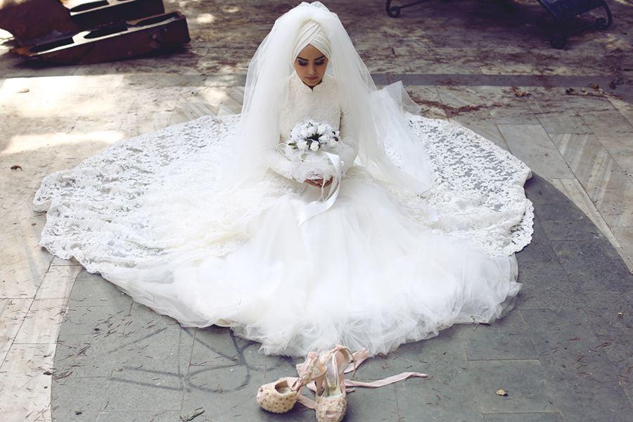 Muhteşem güpür süslemeli  tesettür prenses gelinlik modelleri
