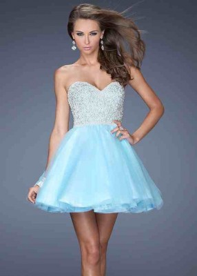 En Hoş Kısa Nişan Elbise Modelleri