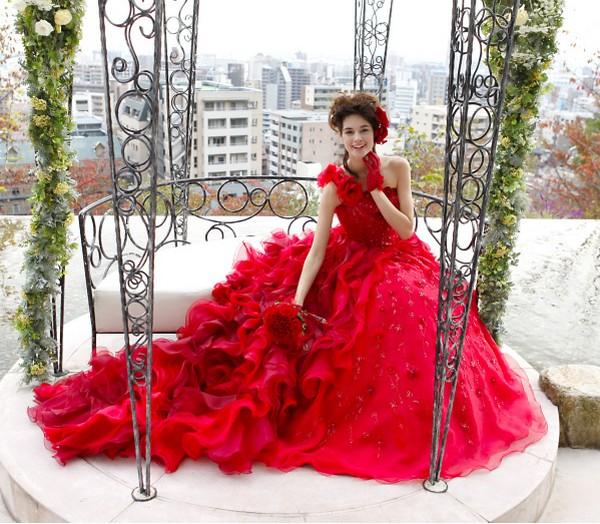 Göz Kamaştırıcı Güzellikte Olan Kırmızı Renkli Gelinlik Modeli