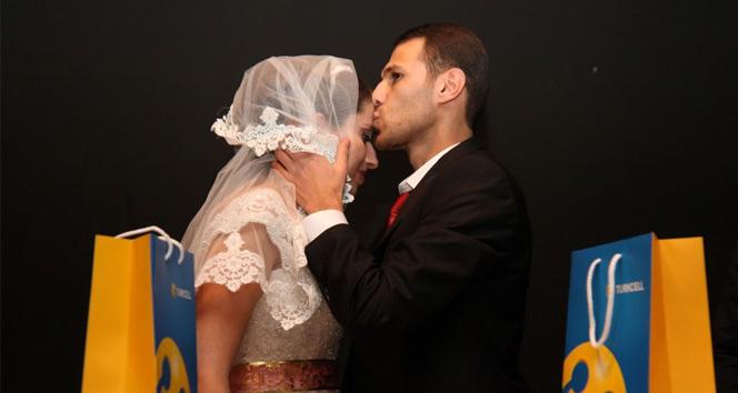 Zifiri Karanlıkta Gerçekleşen En Anlamlı Nikah Töreni