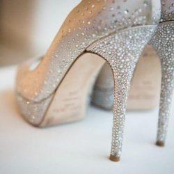Parlak taş işelemeli en güzel gelin ayakkabısı modelleri
