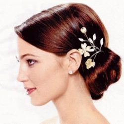 Çiçek Aksesuarlı Söz Topuz Saç Modelleri