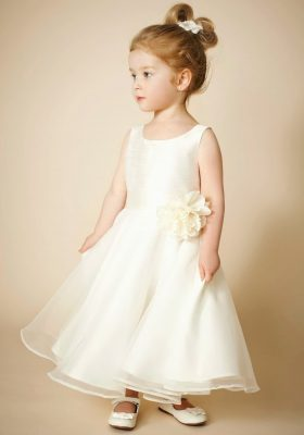 En Tatlı Çocuk Gelinlik Modelleri Görselleri
