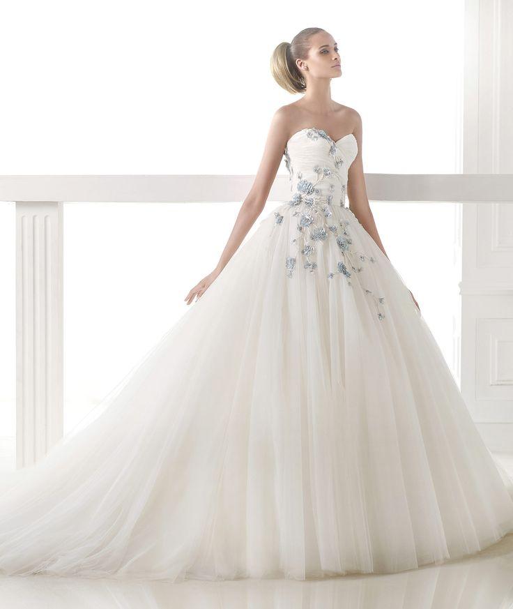 Desenli Çok Gösterişli Prenses Gelinlik Modeli
