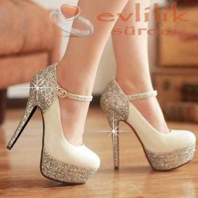 Yüksek topuklu nişan ayakkabıları, boy fsrkını kapatmak için iyi bir tercih olacaktır