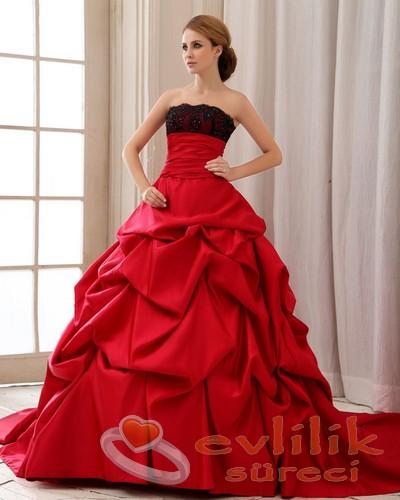 Özel günlerinizi için en güzel elbise modelleri