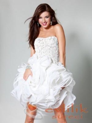 Nişan için gösterişli abiye elbise modelleri