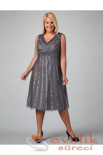 Nişan için kilolu hanımların tercih edebileceği elbise modelleri