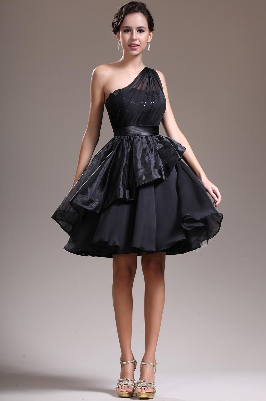 Nişan için siyah kısa abiye modelleri