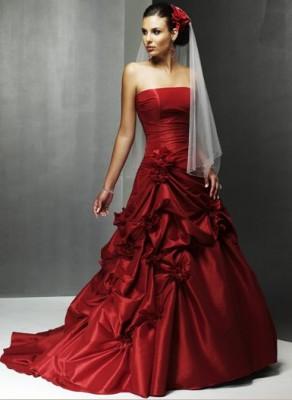 En İhtişamlı Nişanlık Kırmızı Abiye Modelleri