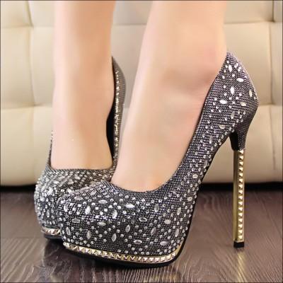İnce Süslemeli Yüksek Topuklu Nişan Ayakkabı Modelleri