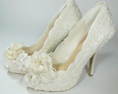 En Zarif Dantelli ve Taş Süslemeli Gelin Ayakkabı Modeli
