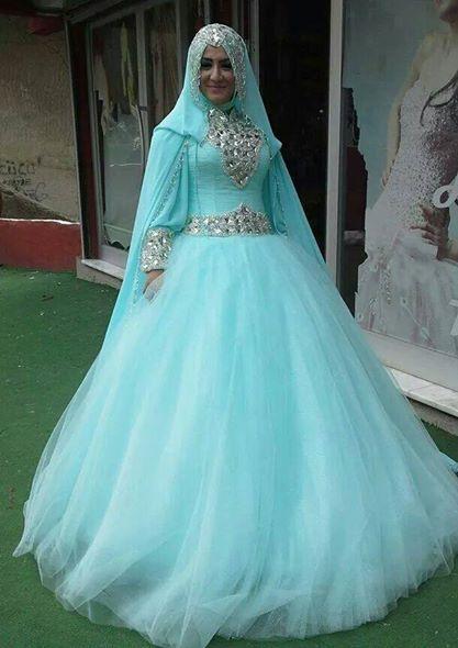 Görkemli ve Gösterişli Tesettür Nişan Elbise Modelleri