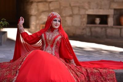 İşlemeli Gösterişli Kırmızı Tesettür Nişanlıklar